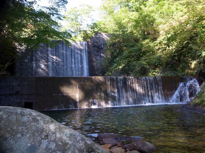 置賜野川の二段堰堤