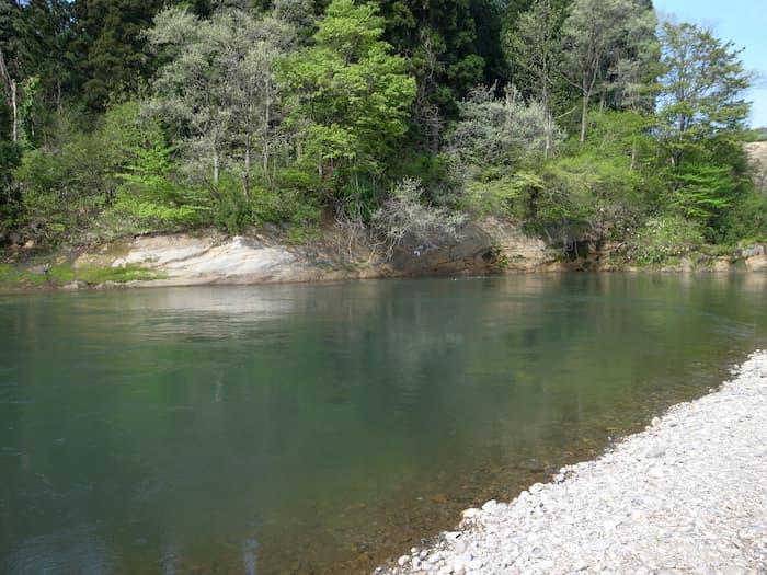 鮭川の河原