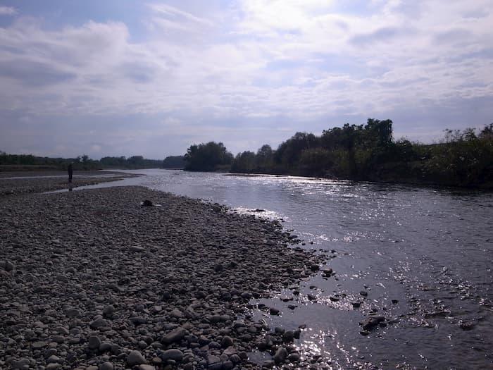 渇水気味の寒河江川