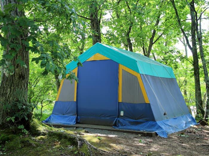 天童高原キャンプ場の常設テント