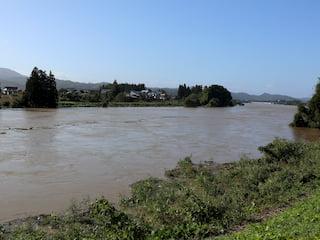 増水する最上川