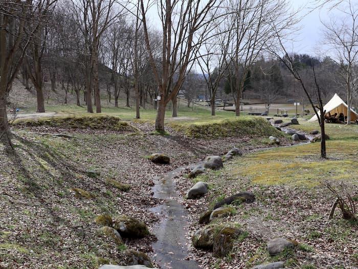 寒河江市いこいの森キャンプ場の小川