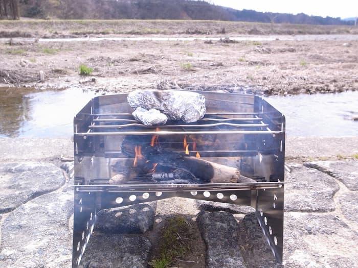 薪グリル(レギュラー)で調理