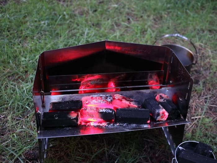 炭火と薪グリル