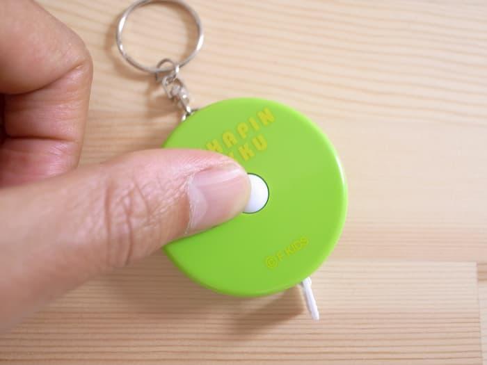 ガチャピンメジャーの巻き取りボタン